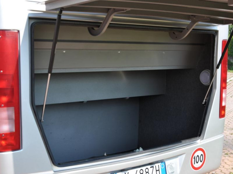 Noleggio Mercedes Benz Ibis 616 Bagagliera Posteriore